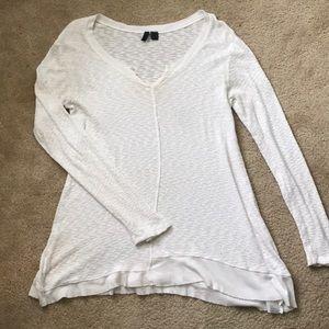 Like new tunic from Buckle medium